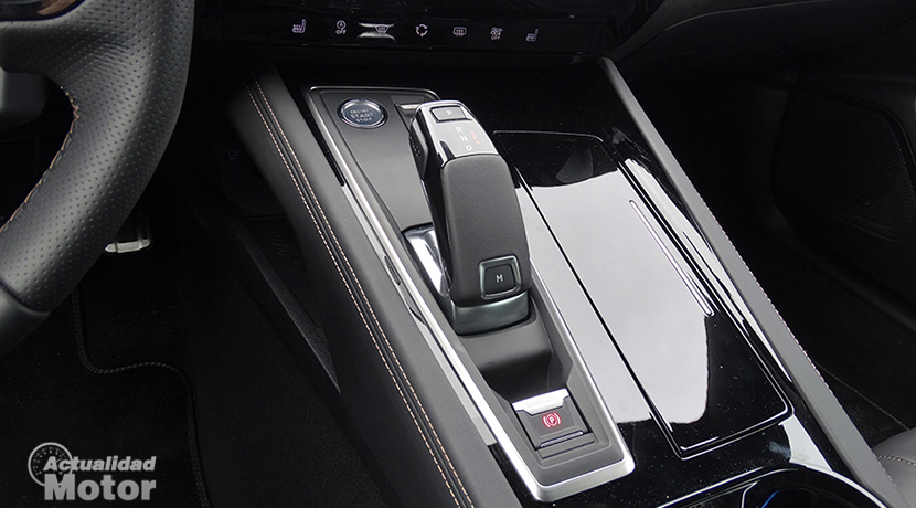 Test Peugeot 508 center console with glossy black